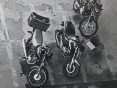 Невидимая паранормальная сущность решила покататься на мотоцикле, но далеко не уехала