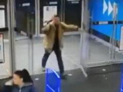 Покупатель слишком эффектно пришёл в магазин за покупками