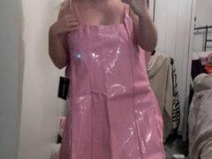 Вместо красивого платья покупательница получила розовый «пластиковый пакет»