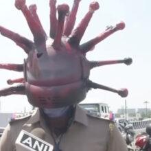 Чтобы повысить осведомлённость людей о коронавирусе, полицейский надел необычный шлем