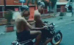 Чтобы никуда не опоздать, мотоциклист и его пассажир помылись по дороге