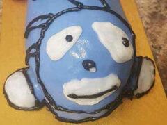 Торт в виде ярко-синего ёжика получился куда неприличнее, чем рассчитывалось