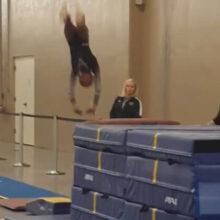 Тренер спас юную гимнастку от травмы