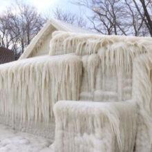 Из-за капризов погоды дома превратились в ледяные иглу