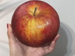 Художница показала людям яблоко, которое никак не получится съесть