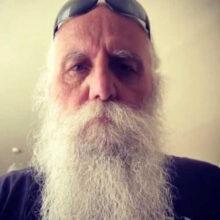 Бородатому байкеру не нужна защитная маска