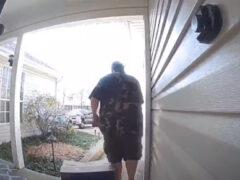 Установив камеру видеонаблюдения, мужчина тут же стал героем курьёзных кадров