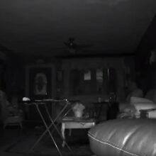 Таинственный сияющий свет в гостиной вот уже много дней пугает домовладельца