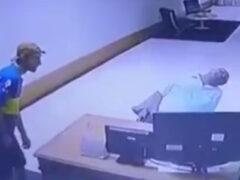 Сонный охранник лишился монитора