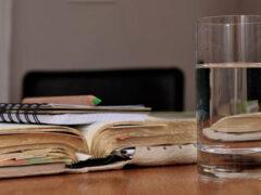 Женщина настолько ненавидит пить воду, что несколько раз попадала в больницу